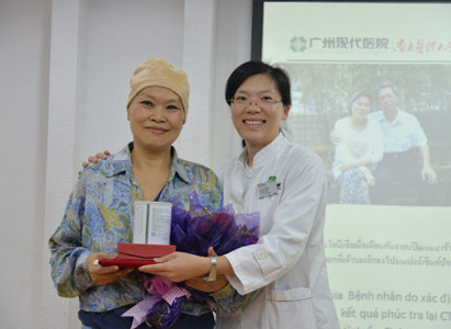 Group photo of Mrs. Anggrianii Taniadi and Dr. Ma Xiaoying