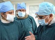 孟加拉专家亲临手术现场团