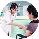 Perawatan, pelayanan perawatan selalu tersenyum, rehabilitasi pasien kanker yang dengan berbagai budaya
