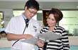 Pengunjung berempati kepada pasien