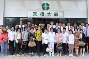 Foto Bersama Tim Delegasi dan Ketua Group Bo Ai di depan Kantor