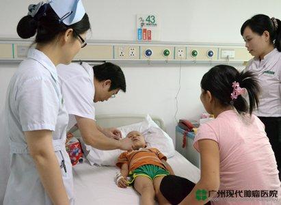Đài truyền hình Hà Nội phỏng vấn bệnh nhân Nguyễn Văn Đa mắc sarcoma cơ vân vù